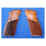 Checkered Houten Grips Browning Hi-Power_